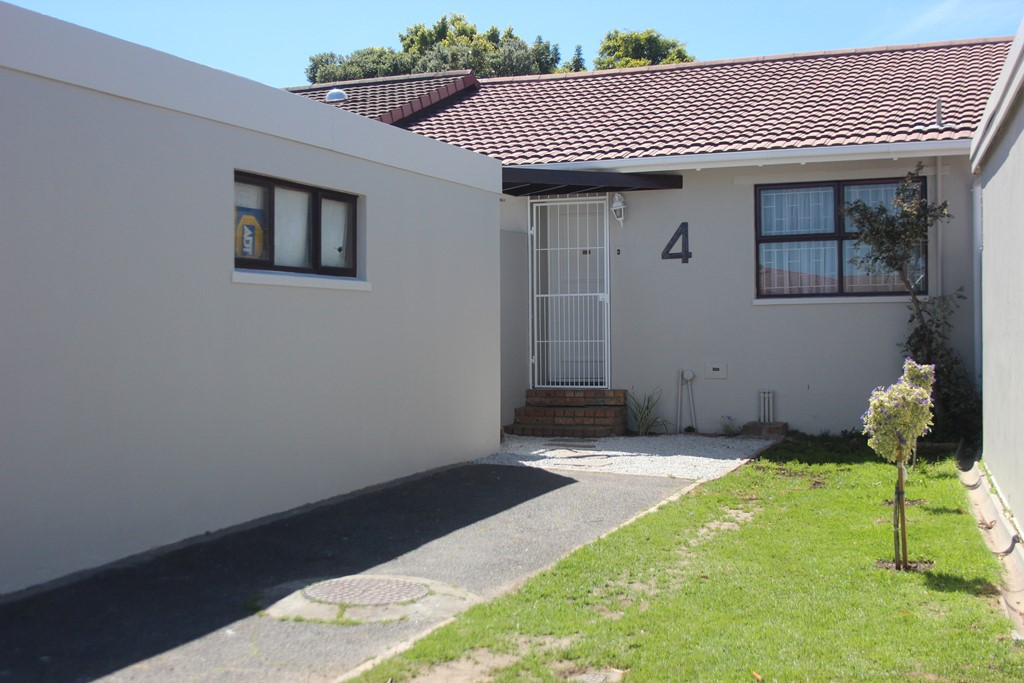 Free standing townhouse with no levies
