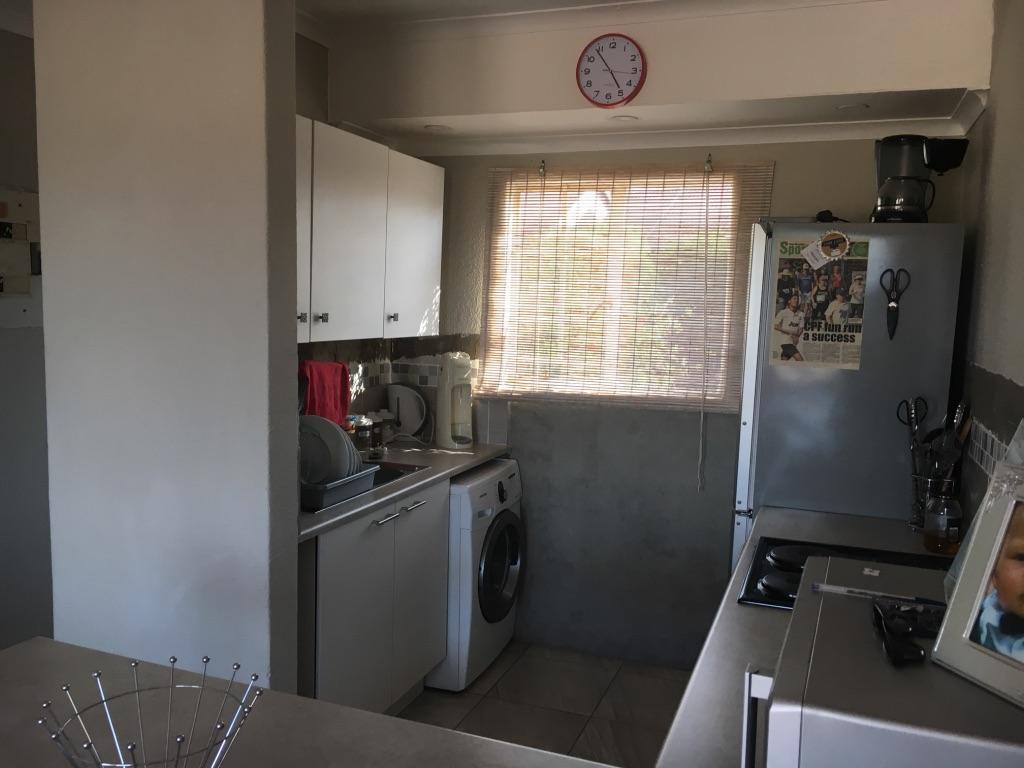 2 Bedroom Apartment pending sale in Radiokop ENT0016850 : photo#7