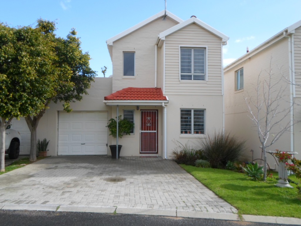 Town house in Complex in Somerset West