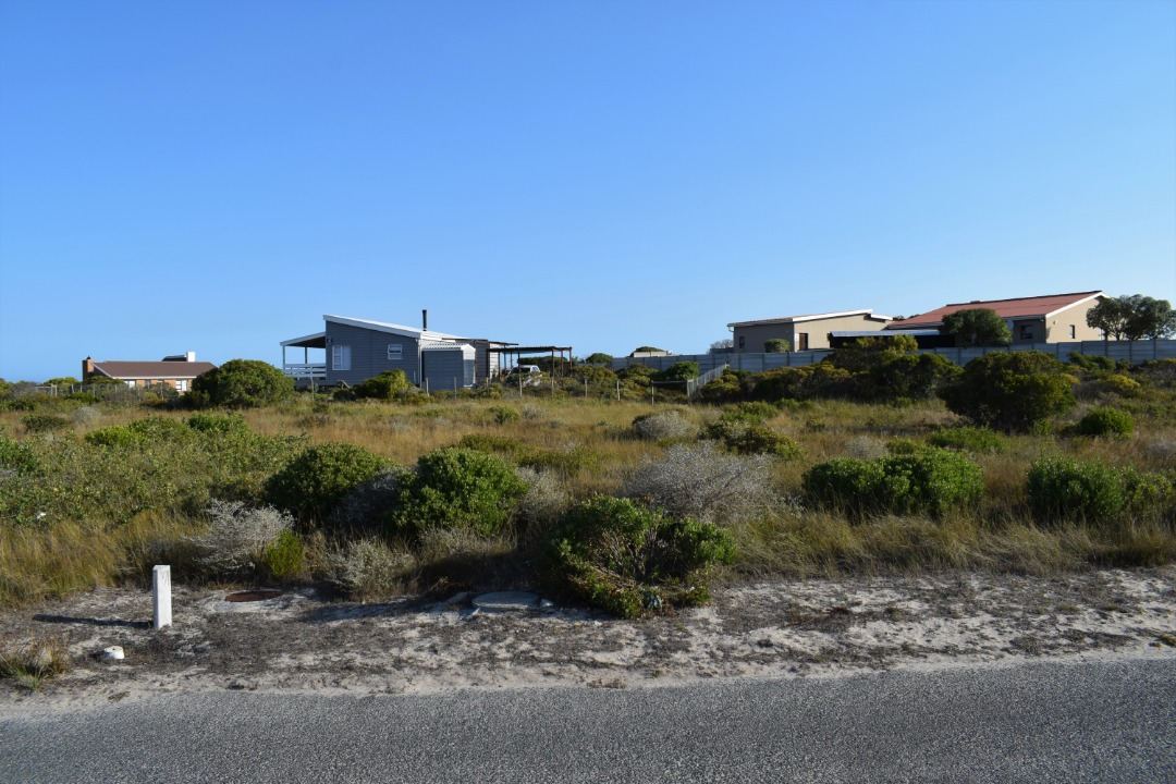 Big size plot with possibility of permanent sea views.