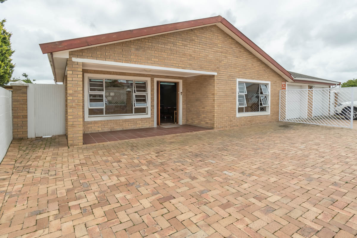4 BedroomHouse For Sale In The Crest