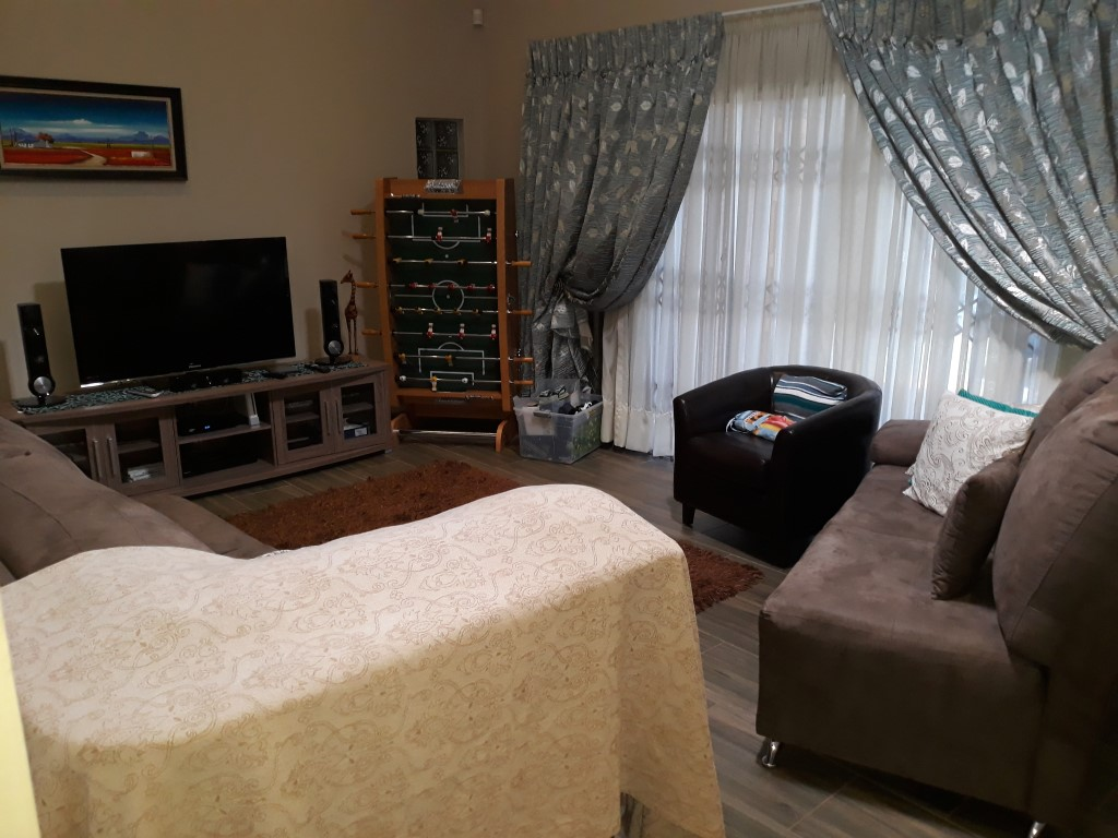 4 Bedroom House for sale in South Crest ENT0074591 : photo#12