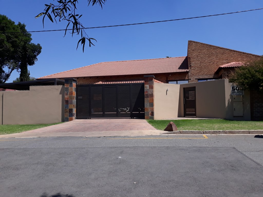 4 Bedroom House for sale in South Crest ENT0074549 : photo#1