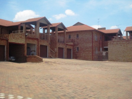 3 Bedroom Townhouse for sale in Clubview ENT0012464 : photo#0