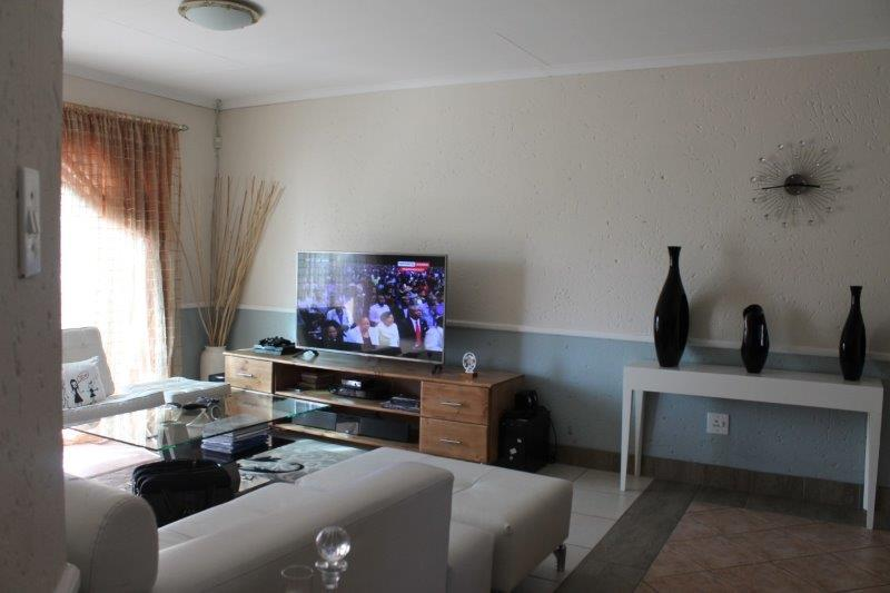 3 Bedroom Townhouse for sale in Secunda & Ext ENT0009056 : photo#3