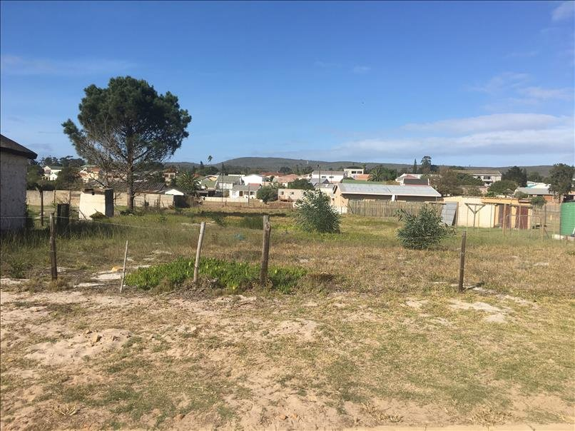 VACANT STAND OF 892 m² FOR SALE WALKING DISTANCE FROM SCHOOL AND GOLF COURSE IN ALBERTINIA.