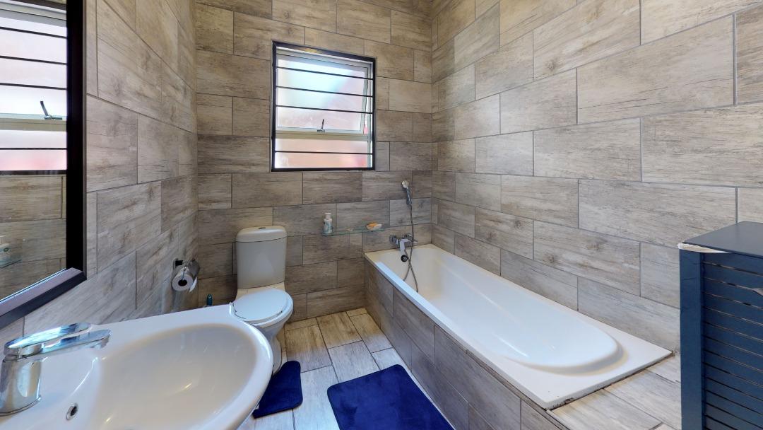 1-Sunny-side-Ridge-Bathroom.jpeg