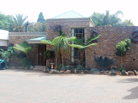 4 Bedroom / 2 bedr flat plus office space in boomed off area