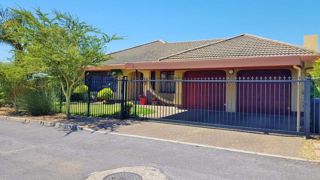 Lovely 3 Bedroom home situated close to Schools and shopping centre