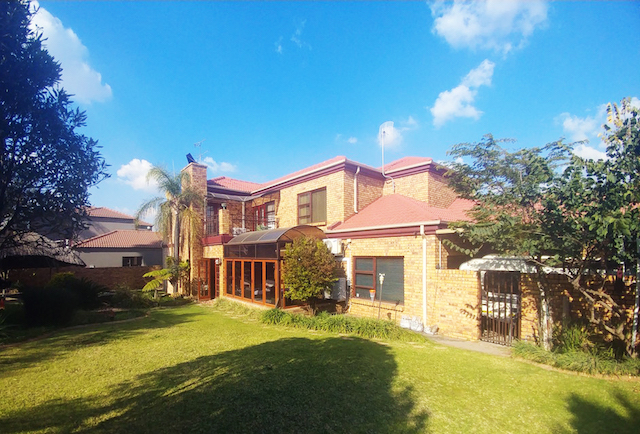 Bishops Court Security Estate - Luxury Gracious and Grand Entertainers Home