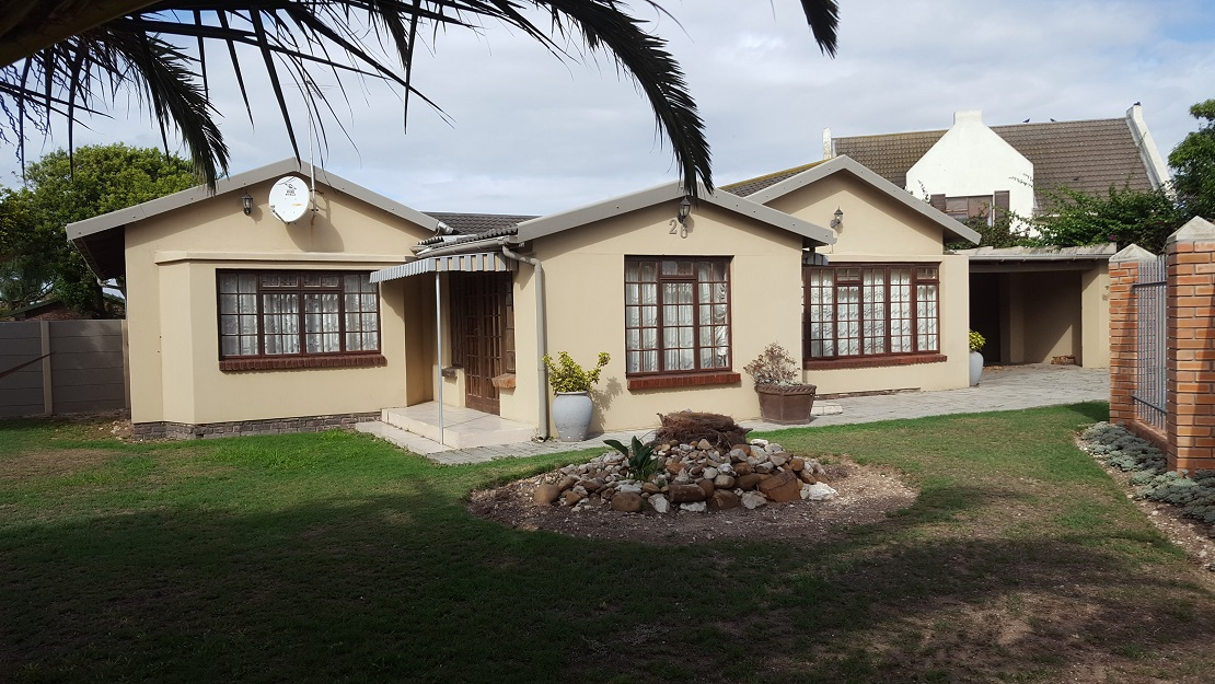 3 BedroomHouse For Sale In Bluewater Bay