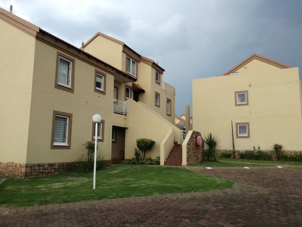 2 Bedroom Townhouse for sale in Sunninghill ENT0084557 : photo#0