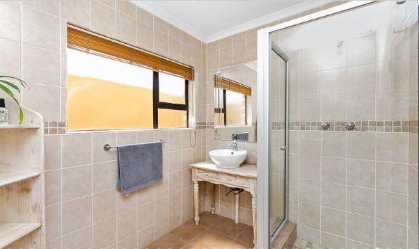 Flatletbathroom.jpeg