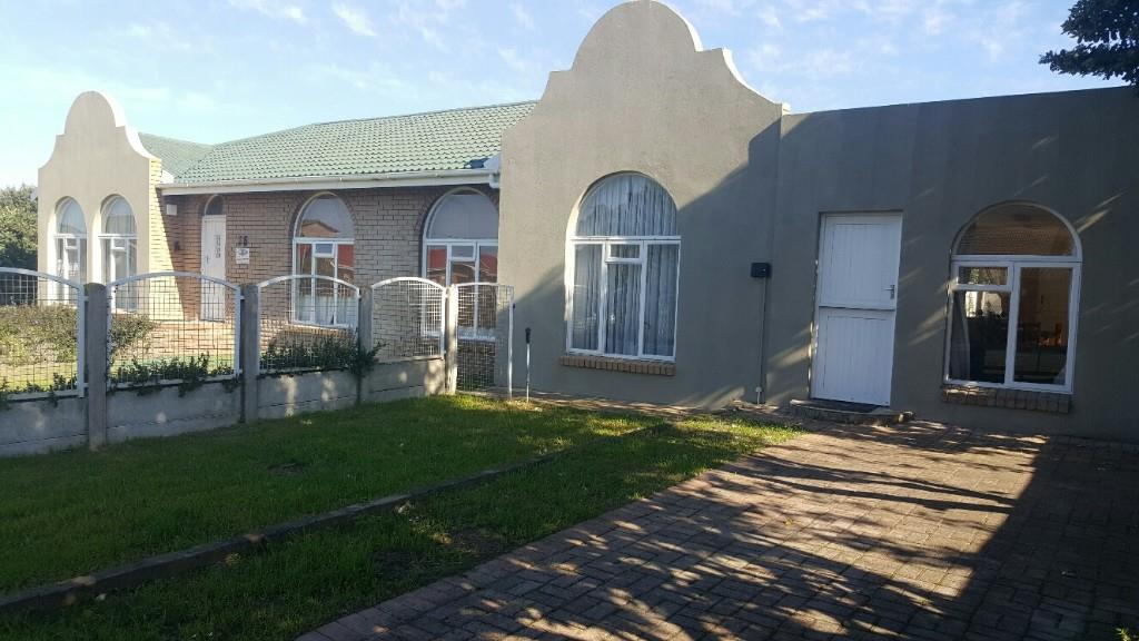 4 BedroomHouse For Sale In Gouritsmond