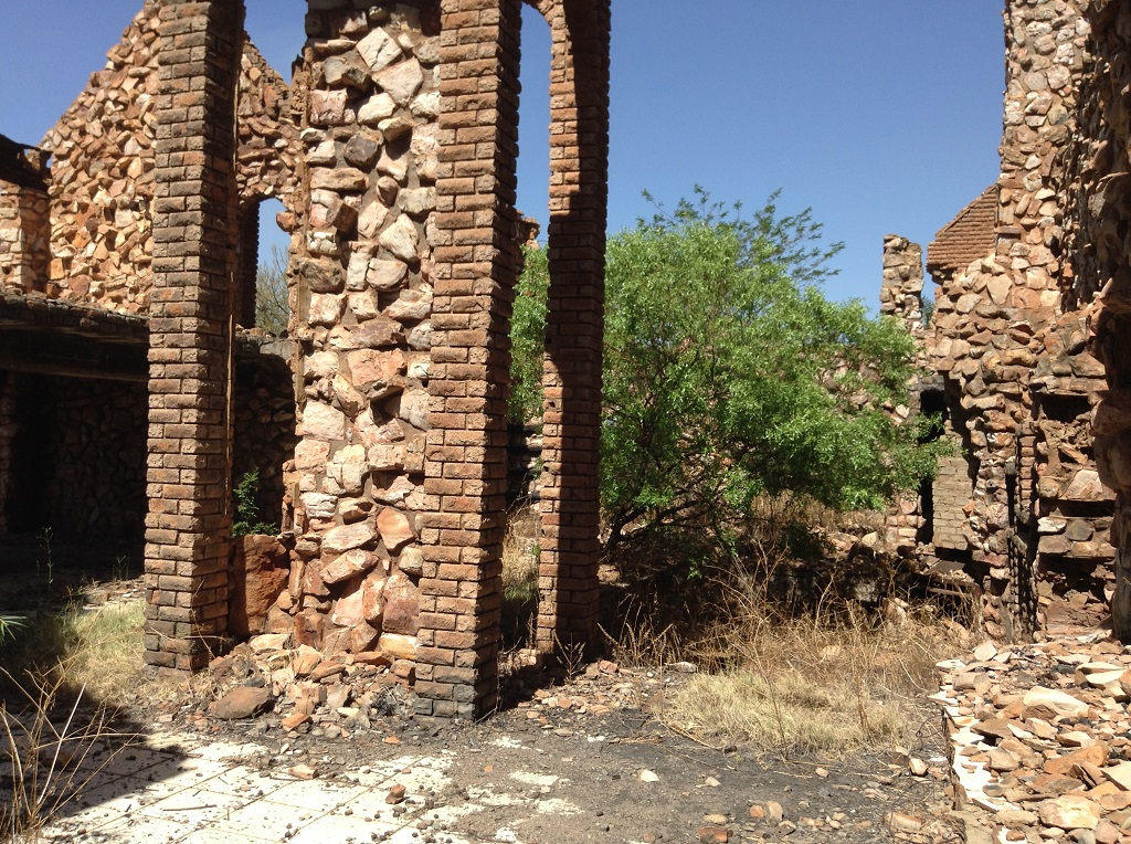 21 HECTARE VACANT BUSHVELD AGRICULTURAL HOLDING IN RIETFONTEIN - 2 UN EQUIPPED BOREHOLES - WORKERS HOUSES AND BURNT DOWN HOUSE (STRUCTURES TO BE DEMOLISHED) ON THIS PROPERTY.