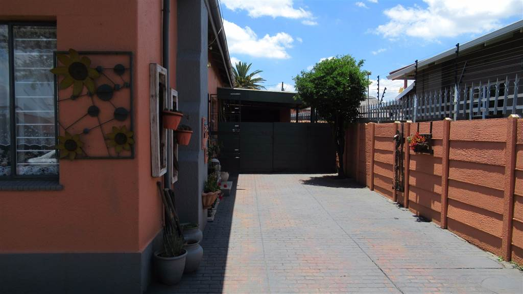 4 Bedroom House for sale in Florentia ENT0079846 : photo#56