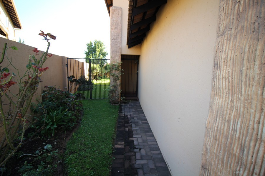 3 Bedroom Townhouse for sale in Erand Gardens ENT0033904 : photo#2