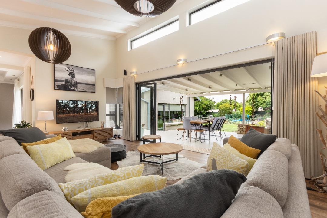 Living room to garden.jpeg