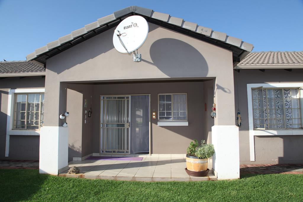 Modern lock up and go 3 bedroom in a security estate