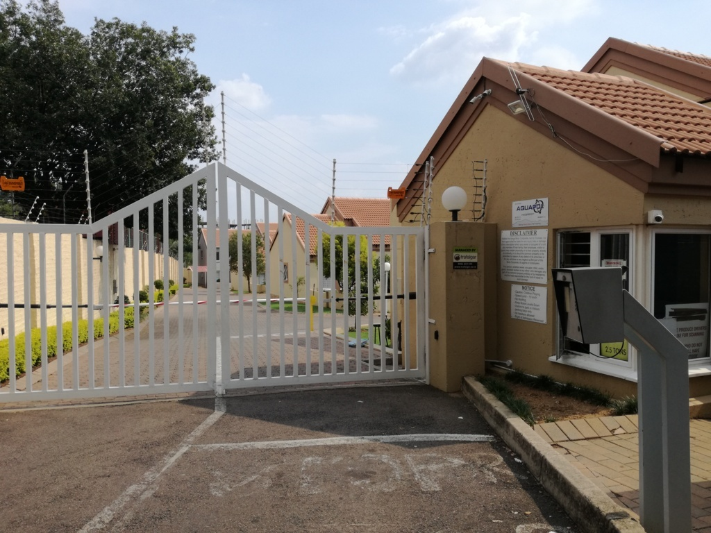 2 Bedroom Townhouse for sale in Sunninghill ENT0084557 : photo#1