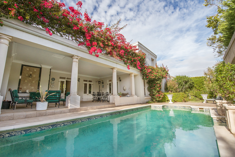 Elegant and Gracious Home - Erinvale Golf Estate
