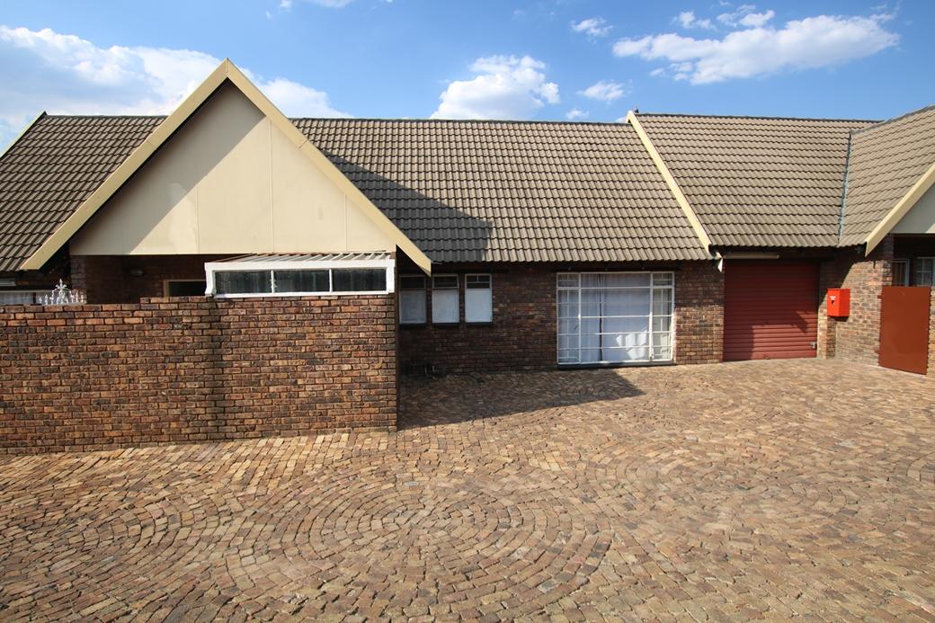 2 BedroomTownhouse Pending Sale In Middelburg
