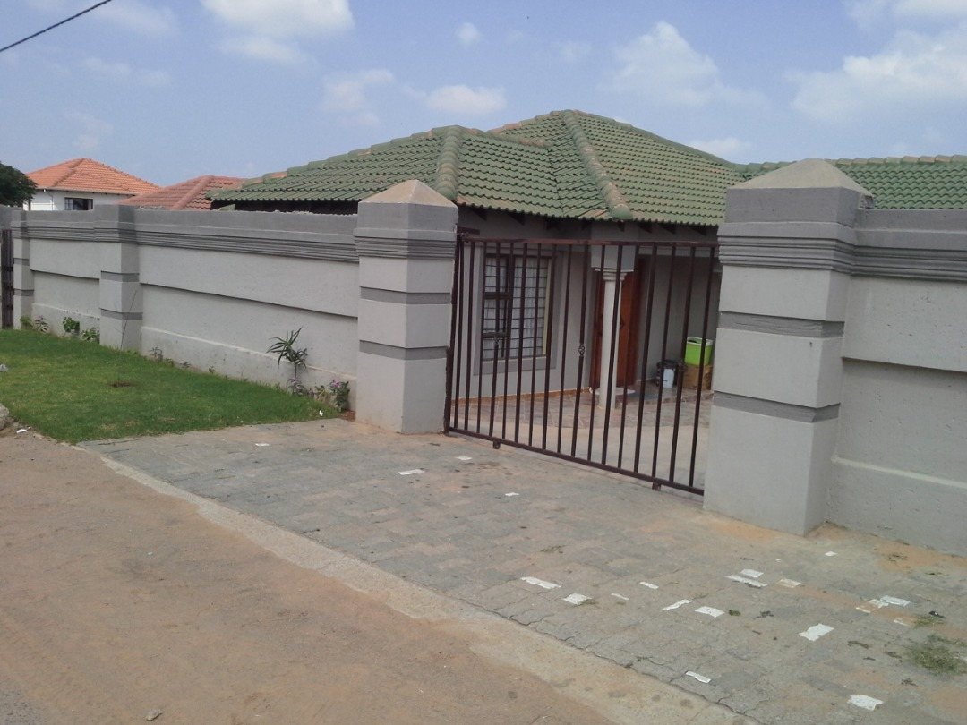 Earn R15 000.00 or R8 000.00 from this property!!