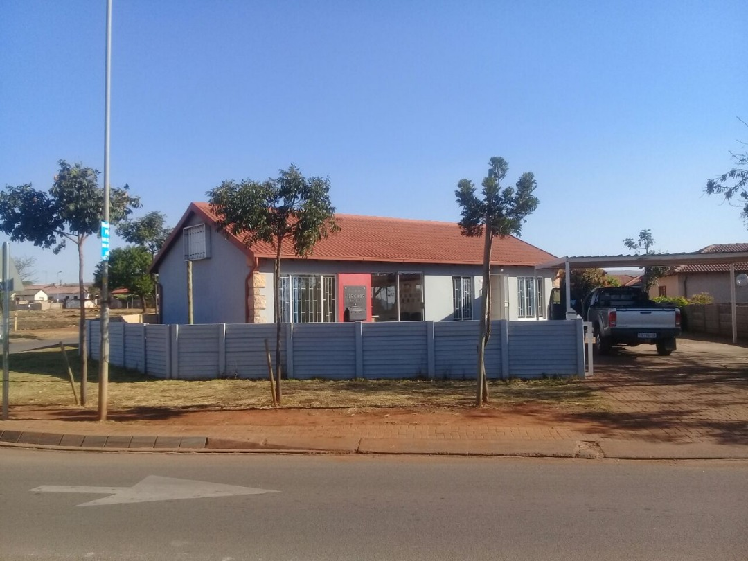 Full title 3 Bedroom house for sale in Orchards