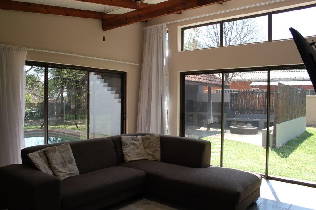 Modern 4 bedroom family home in Kameeldoringpark