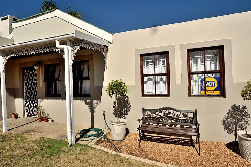 3 BedroomHouse For Sale In The Crest