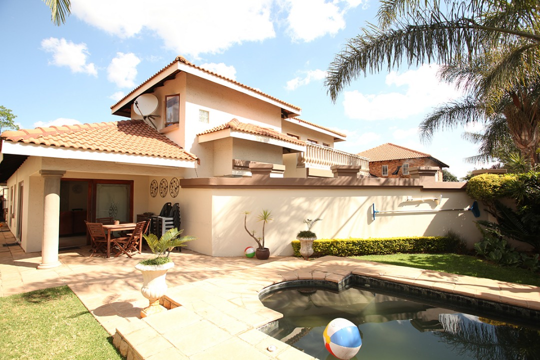 Modern  immaculate four or five bedroom (or study) double storey home