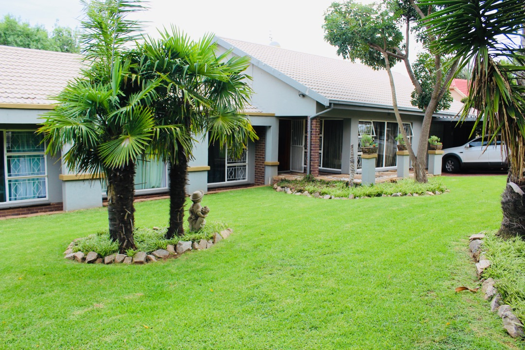 Beautiful Family Home in Constantia Kloof