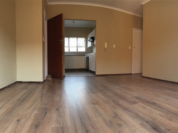 Newly renovated apartment in Wilgeheuwel