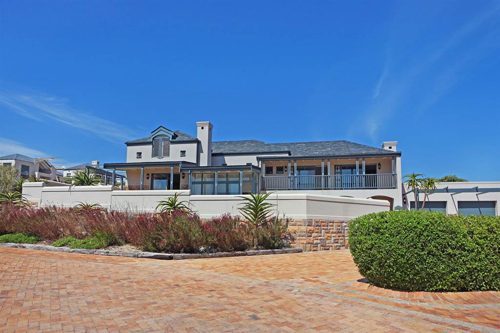 4 Bedroom Secure Family Home in Atlantic Beach Golf Estate with Sea Views