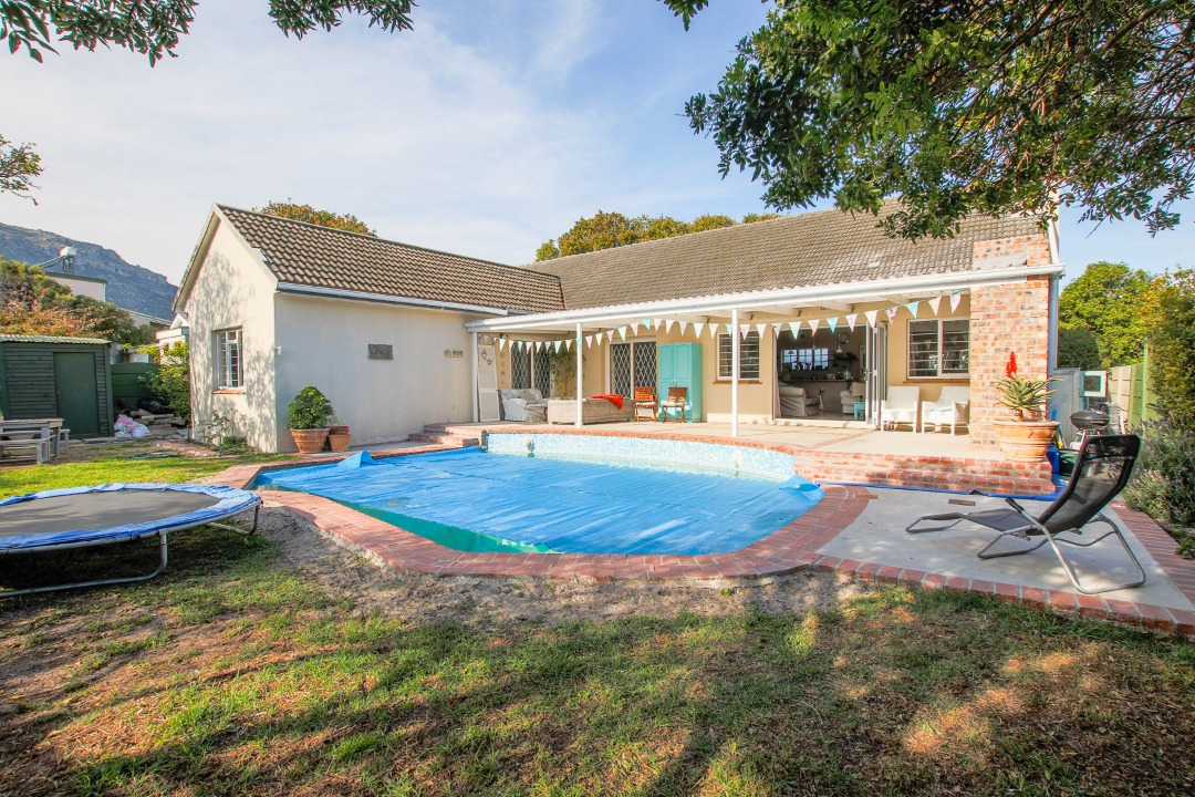 Sell Mom's taxi - Large Family home in Fish Hoek