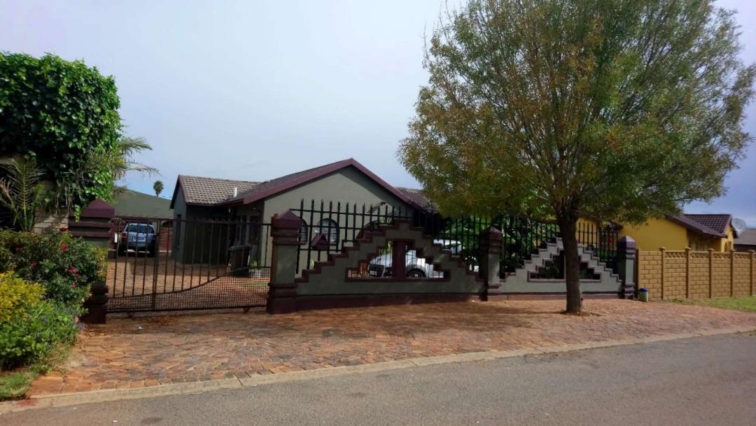 3 Bedroom House for Sale in Zakariyya Park