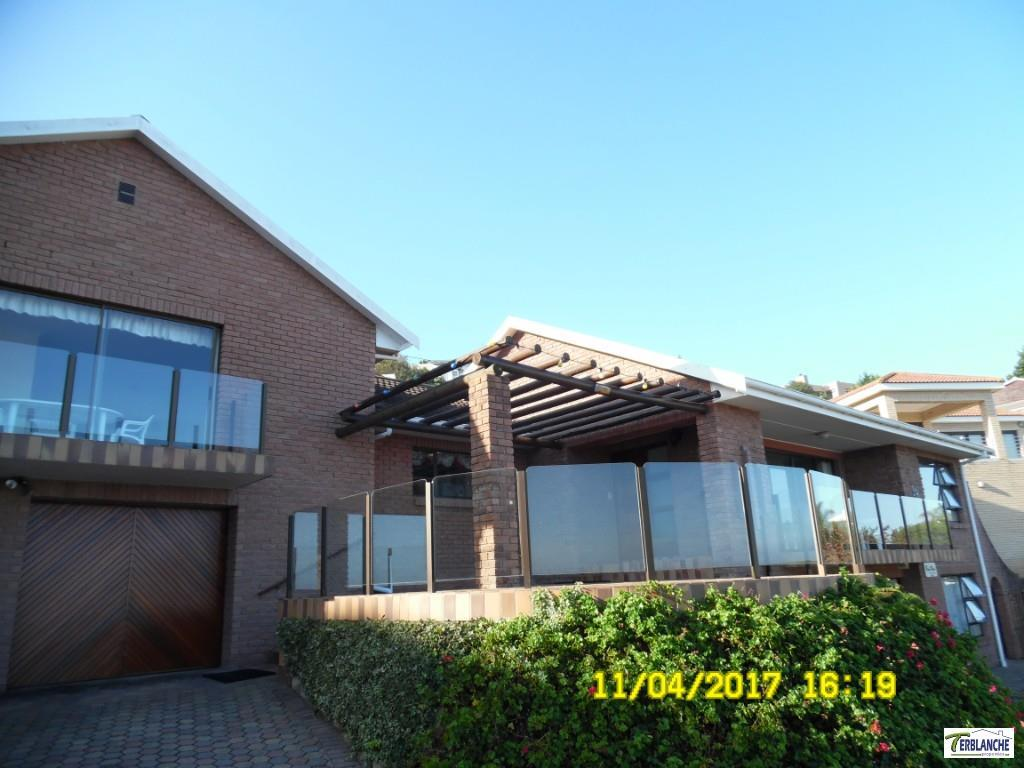 Double storey Close to the sea with sea views!!
