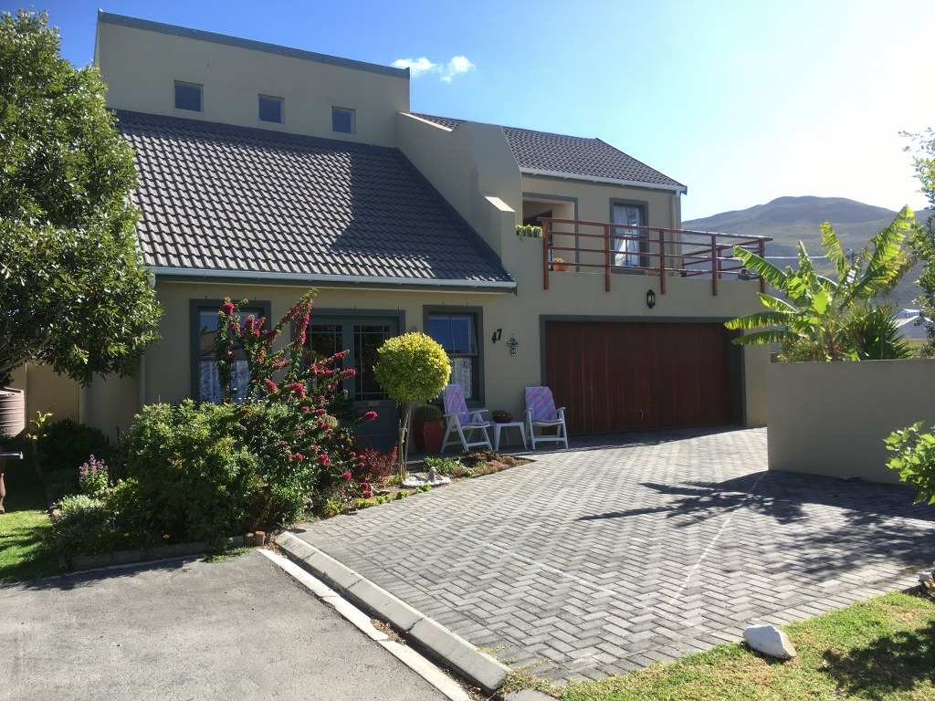 Double Story Home in Sought after Complex