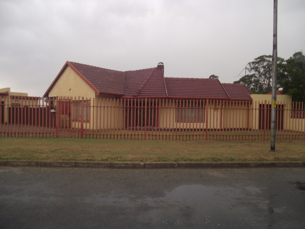 3 BedroomHouse For Sale In Selcourt