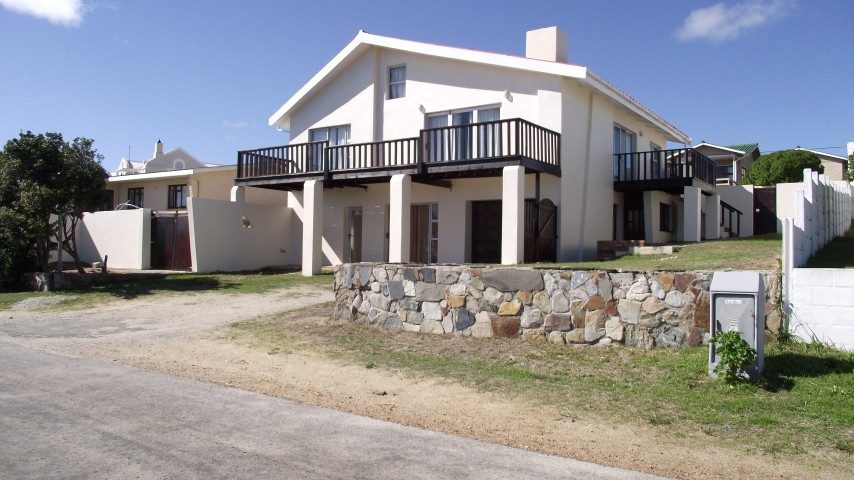 4 BedroomHouse For Sale In Perlemoenbaai