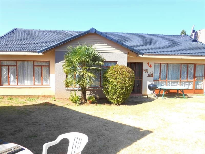 3 Bedroom home with cottage - Southdale