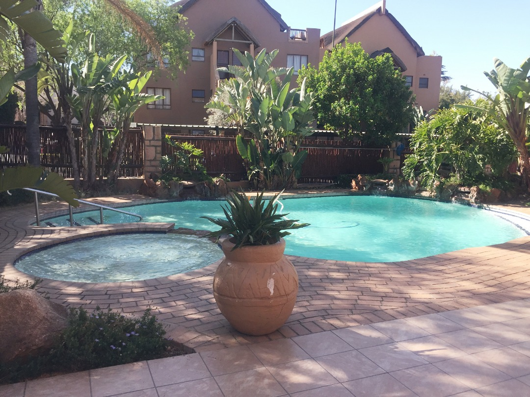 Lovely Loft Apartment Situated Within Walking Distance Of Monte Casino