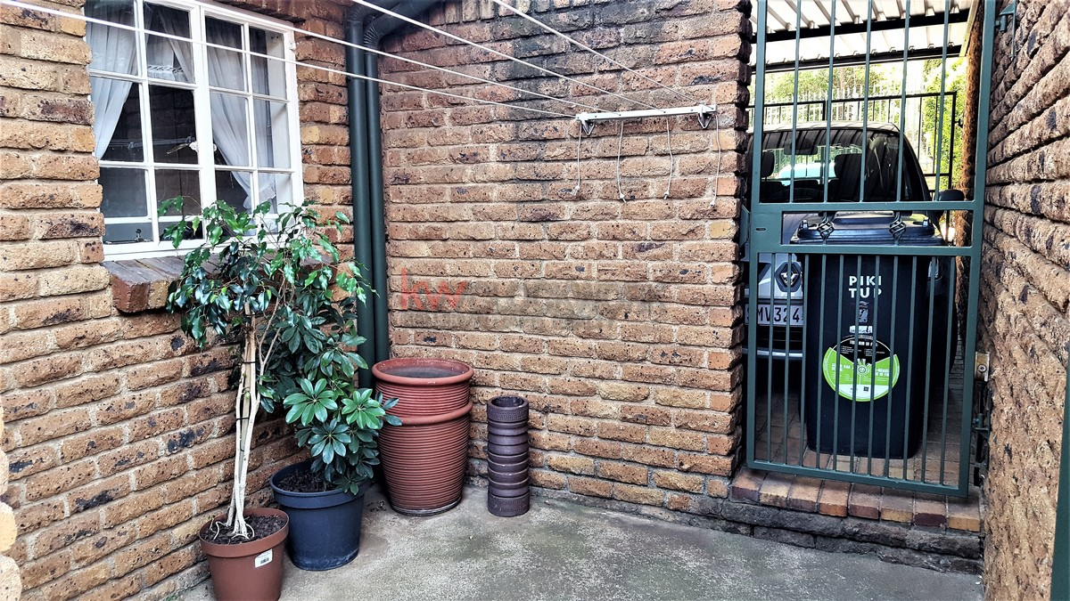 4 Bedroom Townhouse for sale in Bassonia ENT0074456 : photo#17