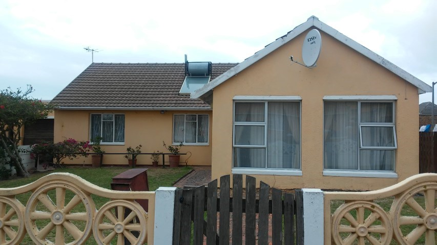 3 BedroomHouse For Sale In Strandfontein