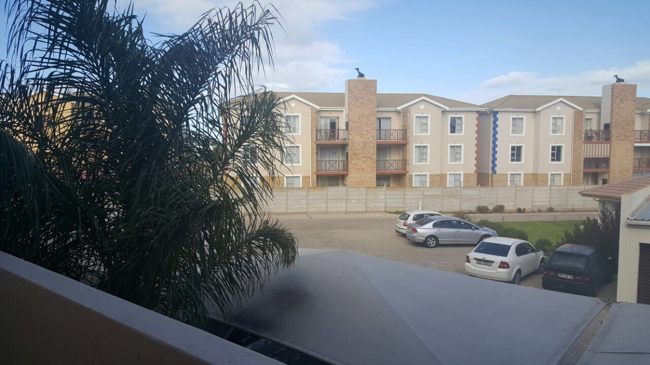 Lock up and go 3 bedroom apartment in Hartenbos.
