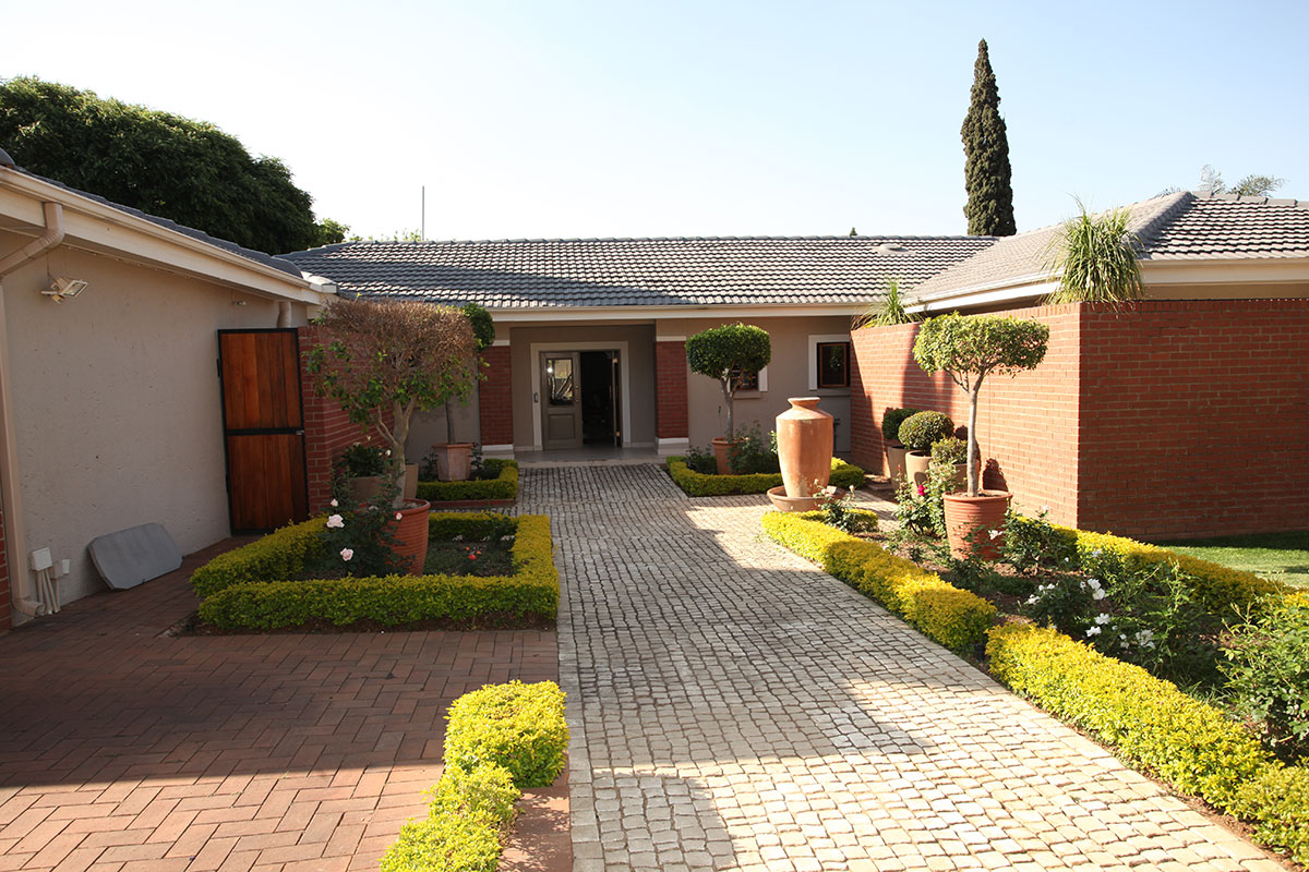 4 Bedroom House for sale in Waterkloof ENT0009460 : photo#0