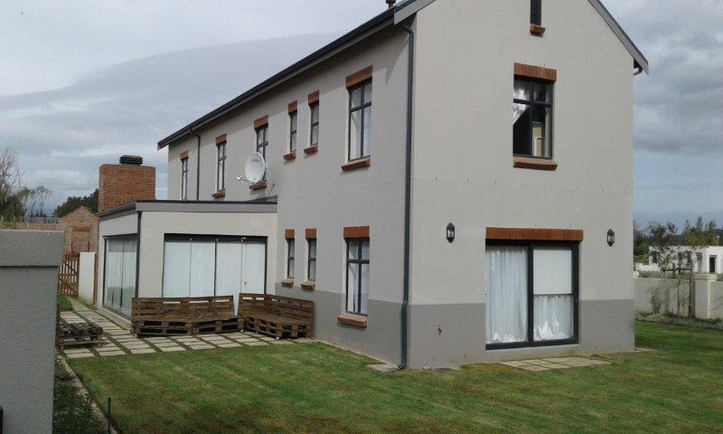 Beautiful 4 bedroom house with views