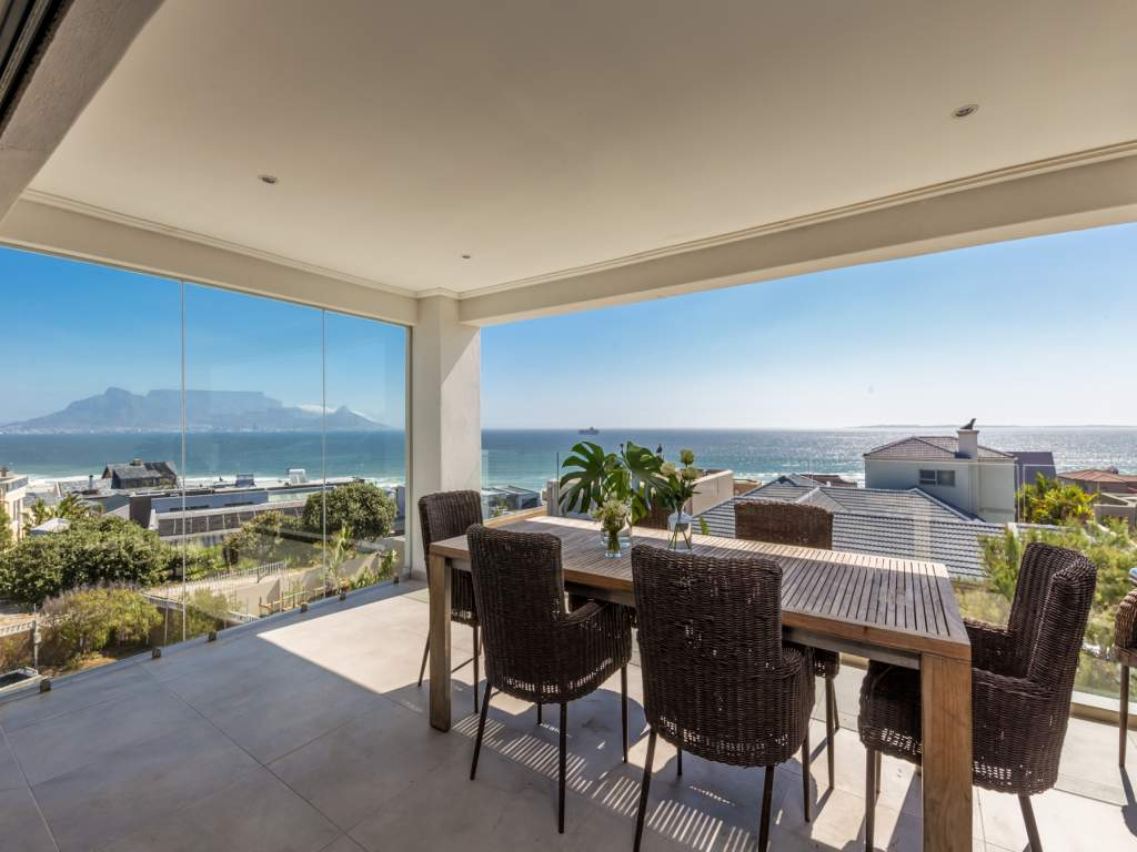 House For Sale in Bloubergstrand