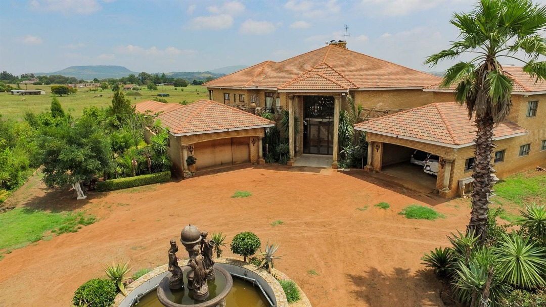 6 Bedroom House For Sale in Blue Saddle Ranches
