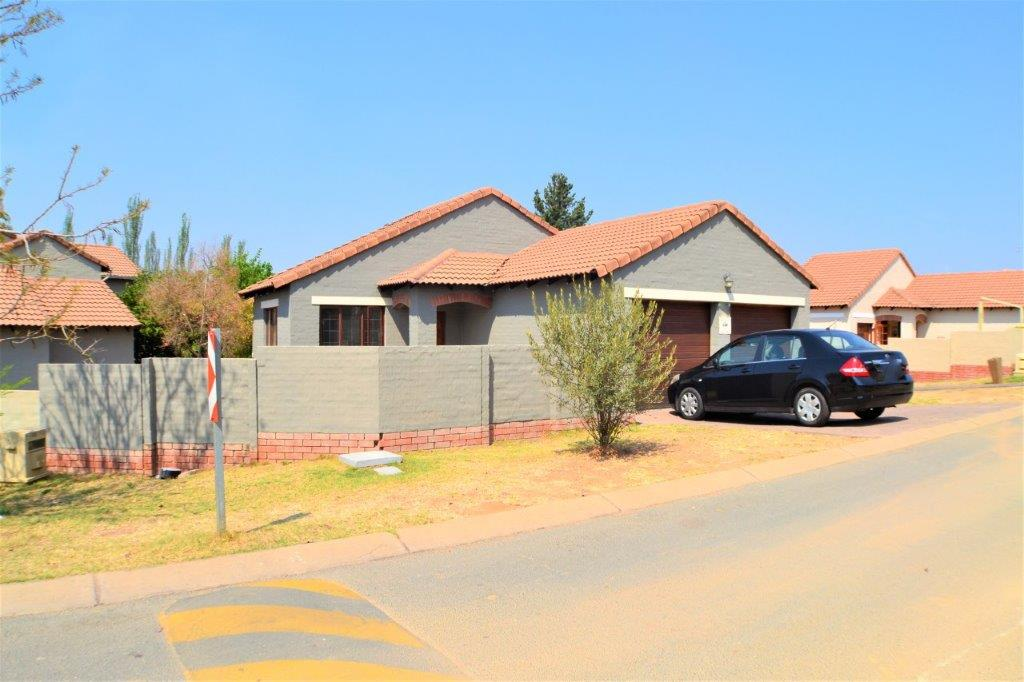 3 Bedroom Townhouse for sale in Bloubosrand ENT0082014 : photo#0